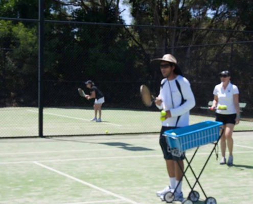 coach and play noosa tennis